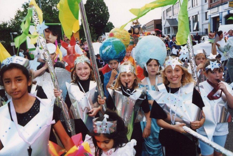 <h1>street parade at midday</h1>